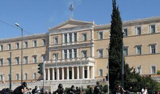 Demonstranten vor dem griechischem Parlament in Athen: Allein in der Hauptstadt machten mehr als 50.000 Menschen ihrer Wut über die Sparprogramme Luft. (Foto)