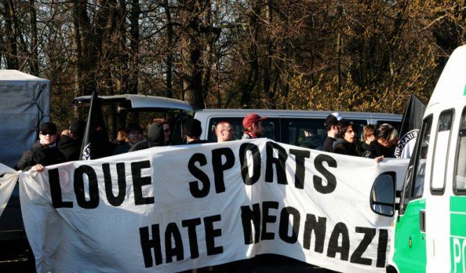 Demonstration gegen Diskriminierung im Fußball (Foto)