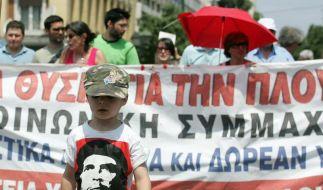 Demonstration vor dem Parlament in Athen (Foto)