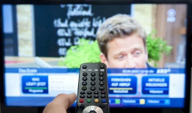 Den passenden Fernseher zur Wohnzimmergröße kaufen (Foto)