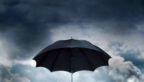 Den Regenschirm brauchen wir noch ein bisschen. (Foto)