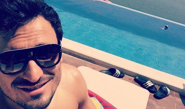 """Der 26-jährige Innenverteidiger lässt Frauenherzen höher schlagen. Laut einer """"Playboy""""-Umfrage ist Mats bei den Frauen der beliebteste Bundesliga-Spieler. Der Abwehr-Chef zeigt was er hat: Ohne Trikot sehen ihn die weiblichen Fans sowieso am liebsten. (Foto)"""