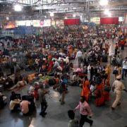 Inder schauen am Bahnhof am liebsten Pornos (Foto)