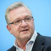 Der Berliner CDU-Spitzenkandidat Frank Henkel will den Landesvorsitz abgeben. (Foto)