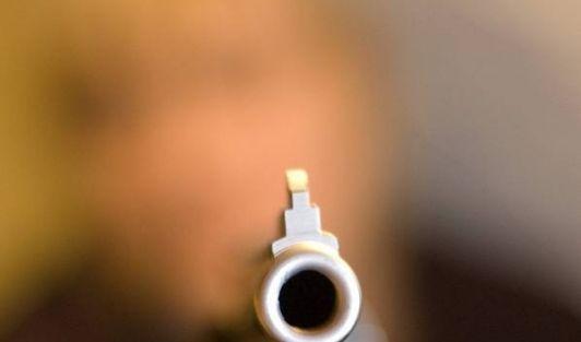 Der Blick in die Mündung einer Waffe muss einer der furchtbarsten Momente überhaupt für einen Menschen sein. (Foto)
