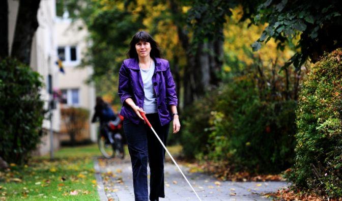 Der Blindenstock als Orientierungshilfe (Foto)