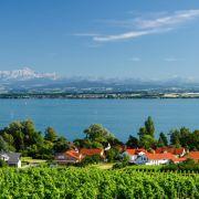 Der Bodensee ist der größte See Deutschlands. Auf deutscher Seite locken zahlreiche Strände Badegäste ans Wasser.