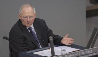 Der Bundestag mit Bundesfinanzminister Wolfgang Schaeuble (CDU) stimmt über das neue Hilfspaket für Griechenland ab. (Foto)