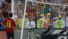 Der sitzt: Cesc Fàbregas verwandelt den letzten Elfmeter - wie zuvor erträumt. (Foto)