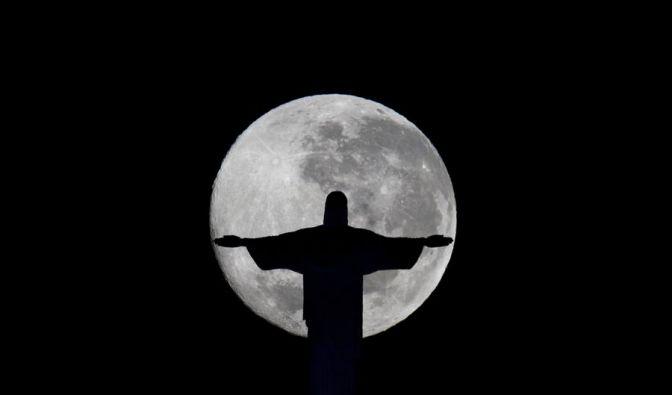 Der Cristo Redentor in Rio de Janeiro soll am Tag der Deutschen Einheit in Schwarz-Rot-Gold erstrahlen. (Foto)