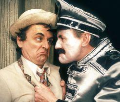 Der siebte Doctor (links, Sylvester McCoy) überzeugt durch seine schrullige, aber doch liebenswerte Art. Ob es auch mit seinem Gegenspieler Kroagnon klappt... (Foto)