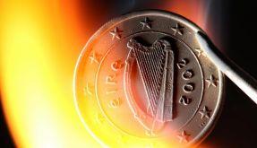 Der Euro steht im Feuer. Bleibt er hart genug oder wird er zusammenschmelzen? (Foto)