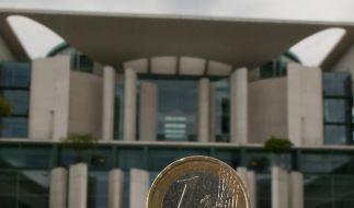 Der Euro im Fokus: Die schwarz-gelbe Koalition muss weiter um eine rasche Zustimmung zum Fiskalpakt bangen. (Foto)