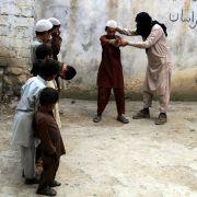 Die erste Aufgabe: Das Töten der Eltern (Foto)