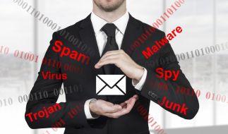 Der Krypto-Trojaner Locky lädt sich durch E-Mail-Anhänge auf den Computer und verschlüsselt alle Dateien. (Foto)