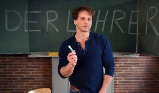 Der Lehrer alias Hendrik Duryn könnte privat wohl nicht vor der Klasse stehen. (Foto)