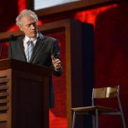 Der alte Mann und der Stuhl: Clint Eastwood erntet für seine Ein-Mann-Show beim Republikaner-Parteitag den Spott der Netzgemeinde.