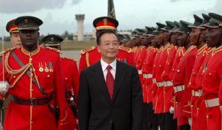 Der chinesische Ministerpräsident Wen Jiabao bei einem früheren Besuch in Tansania. (Foto)