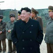 """Der """"Oberste Führer"""" Kim Jong-un bei einem nordkoreanischen Raktetentest am Wochenende. (Foto)"""