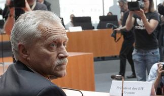 Der scheidende Präsident des Bundesverfassungsschutzes, Heinz Fromm, im Anhörungssaal des NSU-Ausschusses. (Foto)