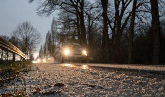 Der schöne Neuschnee vom Wochenende verwandelt sich am Montag in Schneematsch. (Foto)