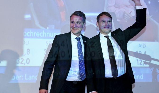Der Sieger des Wahlabends: Sachsen-Anhalts AfD-Spitzenkandidat Andre Poggenburg (rechts), zusammen mit dem Thüringer AfD-Fraktionsvorsitzenden Björn Höcke. (Foto)