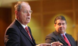Der designierte SPD-Kanzlerkandidat Peer Steinbrück (links) an der Seite von Parteichef Sigmar Gabriel. (Foto)