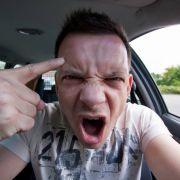 Der Sraßenverkehr macht viele Autofahrer aggressiv.