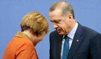Der Streit zwischen Angela Merkel und Recep Tayyip Erdogan wird immer absurder. (Foto)