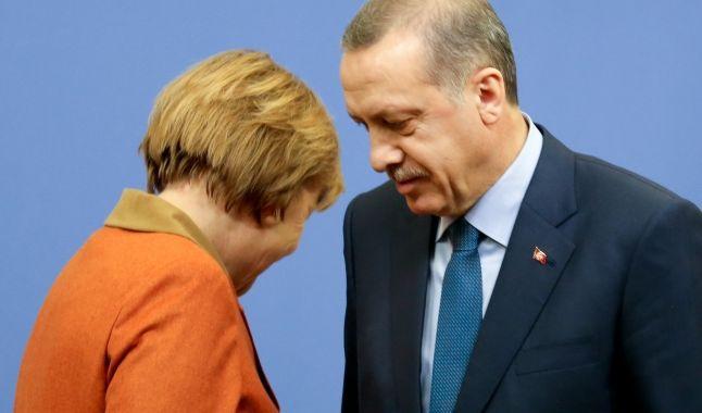 Der Streit zwischen Angela Merkel und Recep Tayyip Erdogan wird immer absurder.