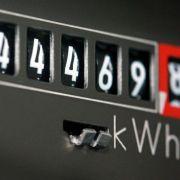 Der Stromzähler steht nicht still - damit die Stromrechnung kein großes Loch in die Haushaltskasse reißt, ist ein Anbieterwechsel wichtig.