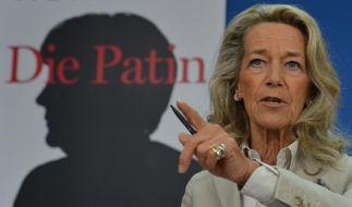 Der Titel von Gertrud Höhlers Buch lässt scharfe Worte vermuten: Die Patin. Wie Angela Merkel Deutschland umbaut heißt es. (Foto)