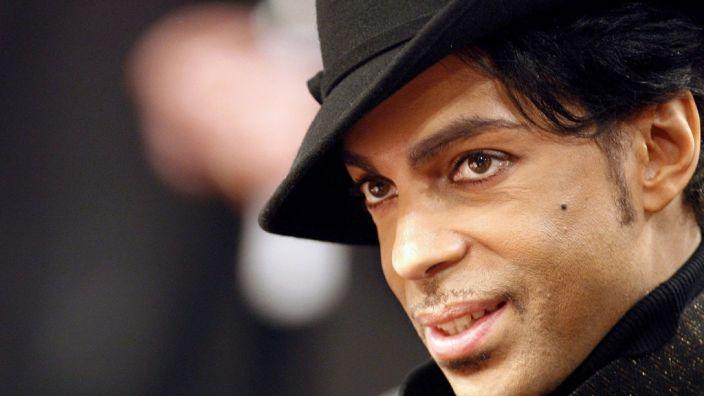 Der US-Musiker Prince hinterließ ein Millionenerbe, doch wer soll es erhalten? (Foto)