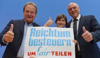 Der ver.di-Vorsitzende Frank Bsirske, Jutta Sundermann von attac und der Hauptgeschäftsführer des Paritätischen Gesamtverbandes, Ulrich Schneider, werben für eine Reichensteuer. (Foto)