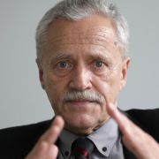 Der noch amtierende Verfassungsschutzpräsident Heinz Fromm muss sich im Untersuchungsausschuss des Bundestages drängenden Fragen stellen.