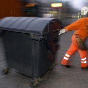 Der Vermieter kann Nebenkosten - etwa für die Müllabfuhr - auf die Mieter umlegen. Viele Abrechnungen sind jedoch falsch.