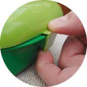 Der Verschluss der Frozzypack Lunchbox sorgt für sicheres Verstauen, so dass nichts austreten kann.