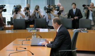 Der Vorleser: Peer Steinbrück dozierte knapp zwei Stunden zur Rettung der HRE. (Foto)