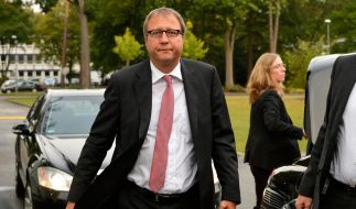 Der Vorsitzende Richter des Zweiten Senats des Bundesverfassungsgerichts, Andreas Vosskuhle kommt im Gerichtsgebäude an. (Foto)