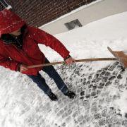 Der Winter 2013/2014 wird lang und kalt, sagen Meteorologen, Bauernregeln und Hundertjähriger Kalender.