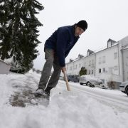 Der Winter hat auch seine Schattenseiten: Glatte Straßen und Schneeschippen gehören dazu.