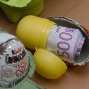 Deutsche gehen bei der Geldanlage derzeit auf Nummer sicher. Viele behalten ihr Bargeld.