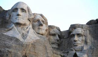Die 90-jährige Norma hat auf ihrer Rundreise durch die USA auch am Mount Rushmore halt gemacht. (Foto)