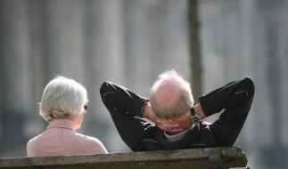 Die Angst vor Altersarmut ist groß, dennoch wollen viele Bundesbürger nicht mehr Geld in ihre Vorsorge investieren. (Foto)