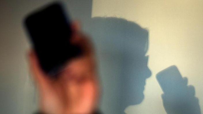 Die Anrufe unbekannter Rufnummern aus Afrika häufen sich. Ruft man aber zurück, wird es teuer. (Foto)
