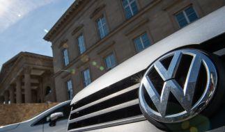 Die ersten Autobauern wollen mit hohen Prämien Kunden zum Neukauf bewegen. (Foto)