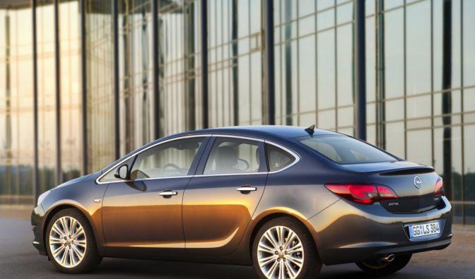 Die besten Bilder zu Opel Astra Limousine: Ab gen Osten (Foto)