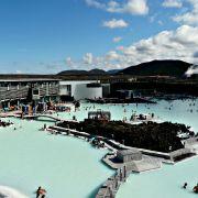 Die Blaue Lagune in Island ist eine der berühmtesten heißen Quellen der Welt.