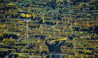 """Die BVB-Fans hielten ihre Schals hoch und sangen """"You'll never walk alone."""" (Foto)"""