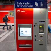 Die Deutsche Bahn erhöht ihre Fahrpreise zum Fahrplanwechsel am 9. Dezember um durchschnittlich 2,8 Prozent.